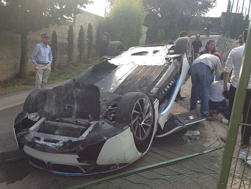 BMW i8 crashed in Mexico_چپ شدن ب ام و i8-3