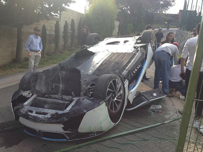 BMW i8 crashed in Mexico_چپ شدن ب ام و i8-3