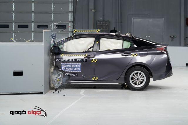 2016-Toyota-Prius-IIHS-testing-تست تصادف تویوتا پریوس 2016