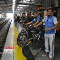 دوچرخه سواران در مترو
